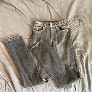 H&M Mom Jean Size 2 US